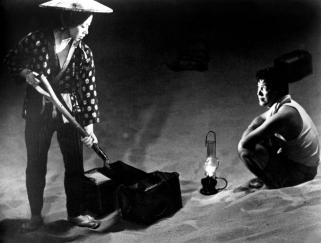 WOMAN IN THE DUNES, Kyoko Kishida, Eiji Okada, 1964